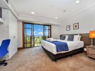 18th Floor Metropolis With City & Harbour Views | Auckland Serviced Apartment