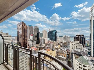One Bedroom Luxury Apartment in Auckland CBD, Sweeping Views from Balcony of