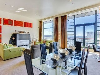 Large 2 Bedroom Heritage Hotel Serviced Apartment Acommodation - Central Aucklan