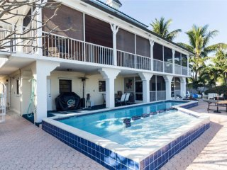 7 Bed, 6 Bath resort-like pool home. Boat dockage. Pets. Great for large groups!