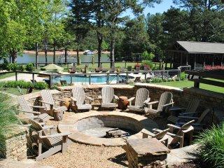 14 Bedroom, 12 Bath, Perfect Lakeside Vacation Estate