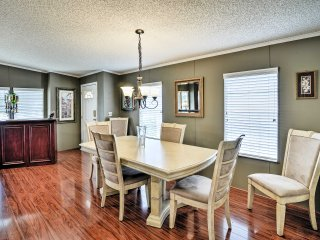 NEW! 2BR Auburndale House w/ Clubhouse&Pool Access