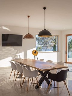 Dining table for 10 with beautiful views and natur light