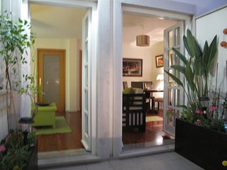 Charming  apartment,  private courtyard, garage , free wifi, bicycles available