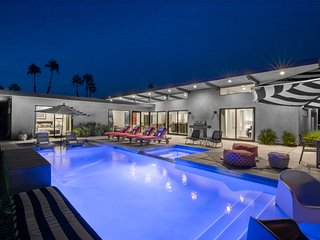 Best in Palm Springs • Featured in Dwell • 5 Bedrooms & All En Suite Baths