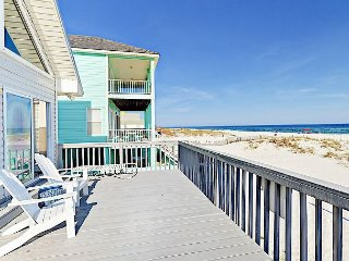 4BR Sterling View Beach Home w/ Oceanfront Decks & Volleyball