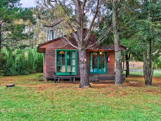 Simple riverfront cabin w/ wood stove - great for families, dogs welcome!