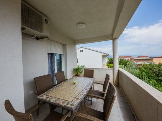 Large Apt for 4 with lovely terrace in Kastel Novi between Split & Trogir