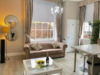 Luxury 2 bedroomed City Centre Apartment in Grade II listed building.