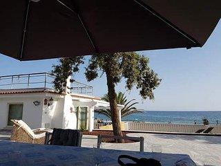 Casa sul mare con accesso in spiaggia . Villa Clementina