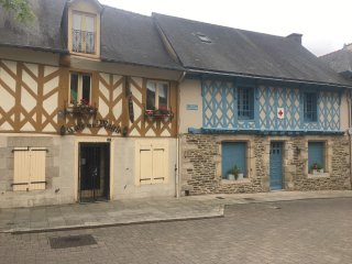 Josselin 2 bed town house for four people