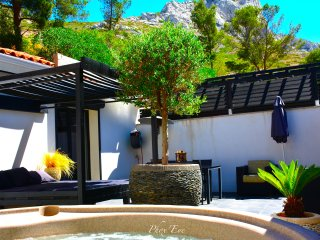 Villa 2 guests with jacuzzi