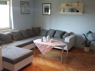 Spacious apartment for 5 in Kastel Novi