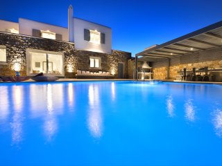 Luxury Villa Darling Mykonos, 4-bedroom luxurious villa in Ornos Area