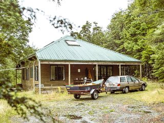 Beautiful 5 bedroom cedar home in 120 acres of native bush