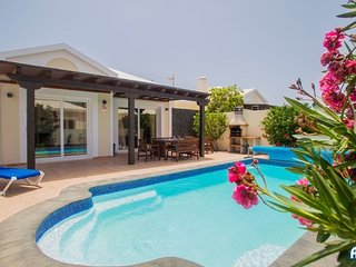 Casa Amaretto  New listing - Fabulous 4 bedroom villa in quiet residential area