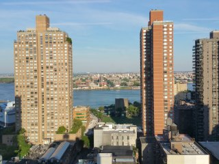 Upper East Side studio with panoramic views..