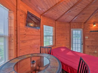 NEW! Murphysboro Studio Cabin Next to Kinkaid Lake