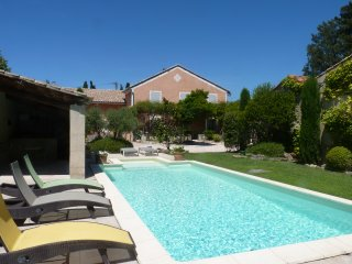 Aile independante dans Mas du XVIIeme, climatisation, terrasse, piscine, parking