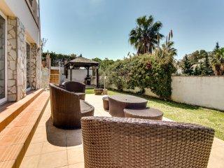 Extensa villa con piscina! Ref. 204740