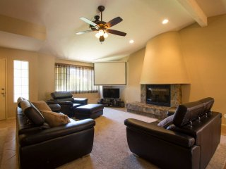 Modern 3BR La Quinta Home w/ Pool and Grill