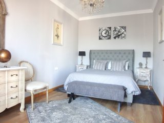 2 BEDROOM KING SUITE • Sunny • Fabulous • Eixample • 5★