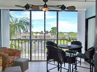 Peaceful condo w/ spectacular sunsets in waterfront community