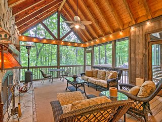Sapphire House w/ Screened-In Porch & Forest Views