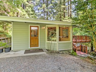 NEW!2BR Home in the Redwoods w/Hot Tub & Fireplace