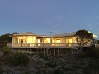 WHITE SANDS ISLAND BEACH HOLIDAY RETREAT