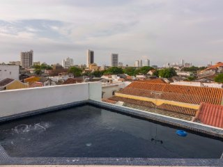 Cozy 2 bedrooms apartment with jacuzzi  in Old town ( Arsenal  avenue )