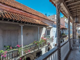 Gorgeous 3 Bedroom Apartment in the Old Town