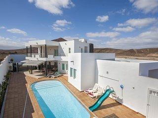 Casa Las Perseidas, lujo y piscina en Costa teguise