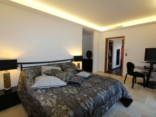 SUITE DE PRESTIGE MOUGINS CANNES ( JULIAN )