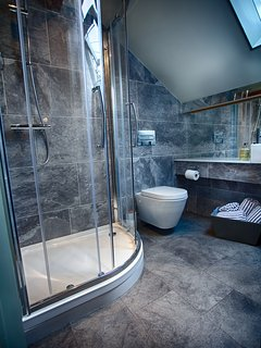 Ensuite shower room to twin bedroom