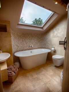 Ensuite to double room with bath and shower