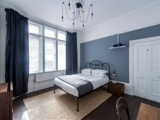 Beautiful, Bright Covent Garden / Soho Flat