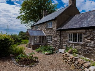 5*  Eco Friendly 4 Bed Farmhouse on Leafy Private Estate on Llyn Peninsula