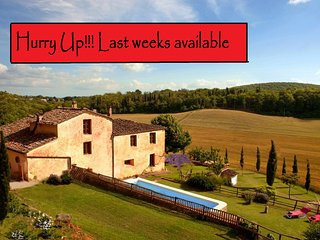 Private Villa, pool, hot tub,A/C, free wi-fi, 15 km from Siena