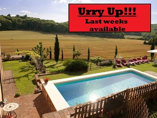 Charming private Villa,Pool, A/C,Hot tub, Wi-Fi, near Siena