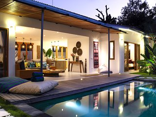 NEW -Designed Private Villa, Private Pool, BBQ, Free Fiber WIFI at Seminyak Side