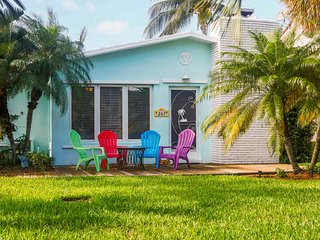 """The Chelsea"" -Pool and Beach Lover's Paradise- 3 bedroom 2 bath- South Florida"