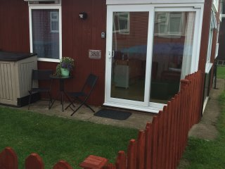 Coastal Gem, South Shore Holiday Village-cute cosy chalet sleeps 4-Dog friendly
