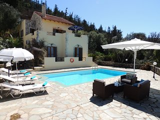 Beautiful 2 bedroom villa w/ pool, sea & mountain views, walk to amenities.