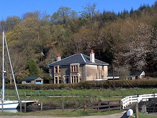 Large holiday home next to Crinan Canal, Cairnbaan.