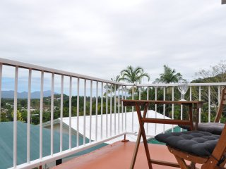 Private Studio, Gorgeous Views, Peaceful, 15mins from Cairns CBD.