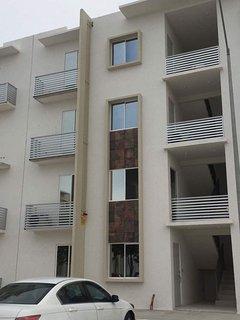 Vista parte delantera del edificio encuentra ubicado en el segundo piso