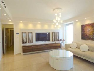 Sophisticated and Luxurious Apartment in Talbieh