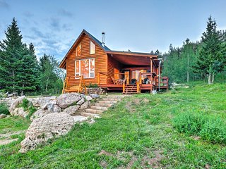 Rustic Buffalo Cabin w/Deck & Panoramic Mtn Views!