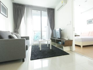 LOVELY ONE BEDROOM (C#64)/ NEAR MRT / POOL / WIFI